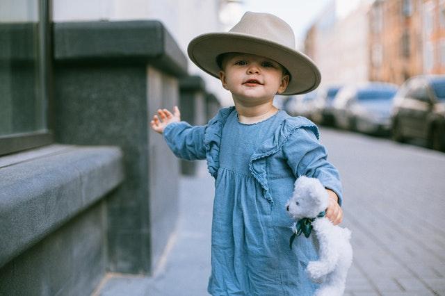 Трябва ли да оставите детето само да избира дрехите си?